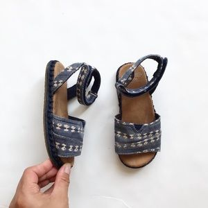 Toms chambray patterned sandals VGUC size 9